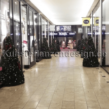 011_premium-tannenkegel_mit_led_in_passage